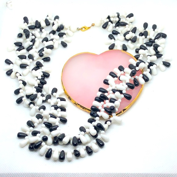 Cool looking Black & White Beaded necklace